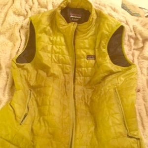 Patagonia Apple Green XL Men's Insulated Vest